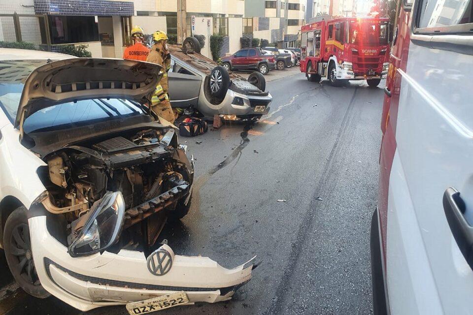 Colisão entre dois veículos deixa motorista ferida em Águas Claras
