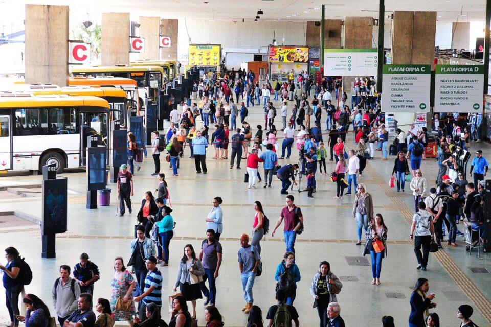 Circulação de pessoas na Rodoviária do Plano Piloto