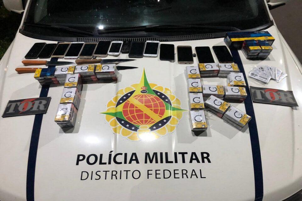 Polícia apreende celulares que seriam arremessados em presídio