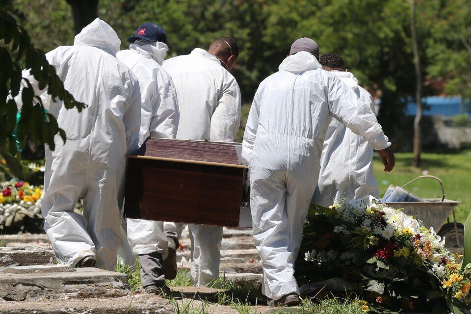 Brasil totaliza mais de 462 mil mortes por Covid-19