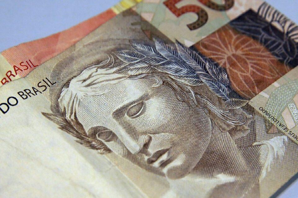 Bolsonaro sanciona lei que protege consumidores de superendividamento