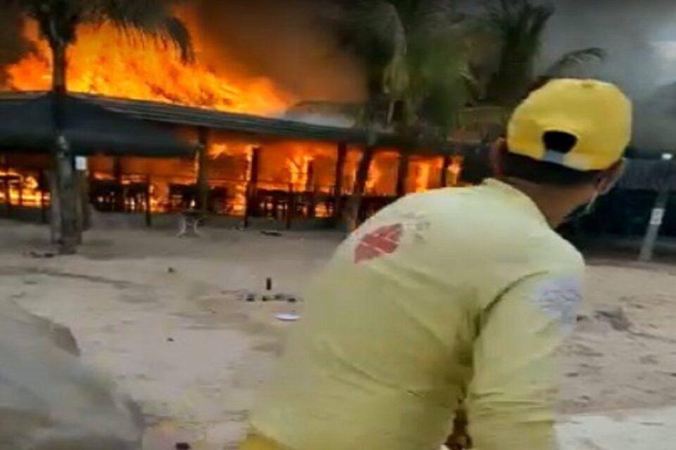 Quiosques no Hot Park pega fogo