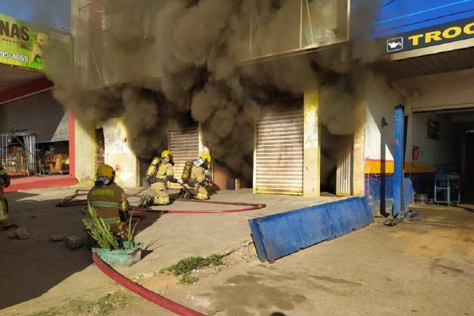 Incêndio consome loja desativada no Arapoanga, em Planaltina