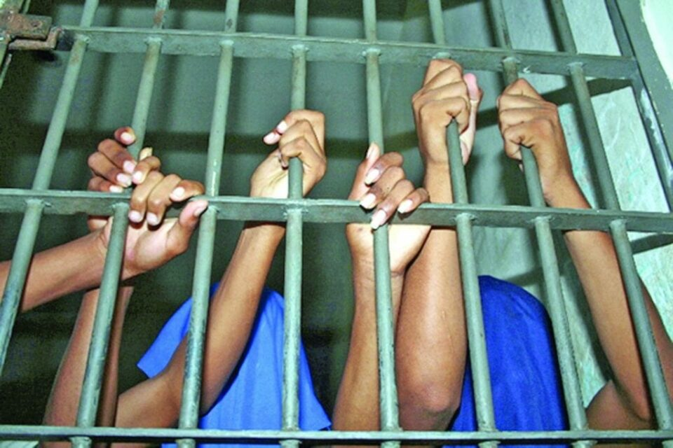 menores infratores; presos; cadeia